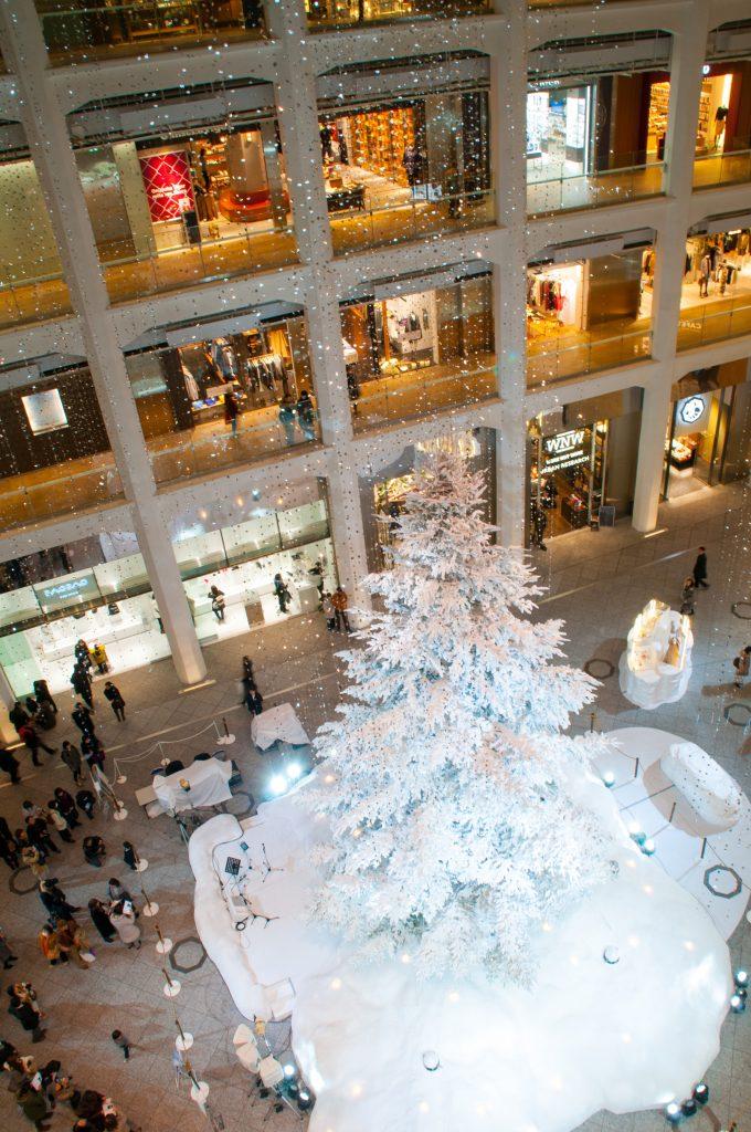 Nikon D300 f/8 1/8s ISO800 (Tamron 18-200 f/3.5-6.3) 東京駅 クリスマスイルミネーション